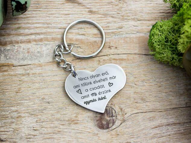 Amit mi érzünk acél szív medálos kulcstartó