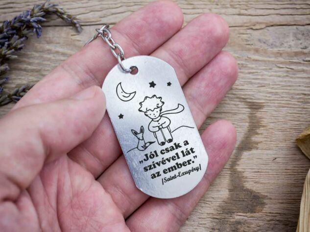 Jól csak a szívével lát medálos kulcstartó