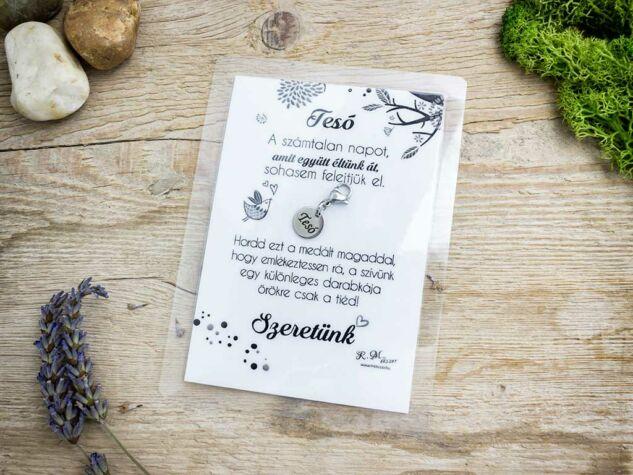 Szeretünk Tesó medál köszönő kártyával