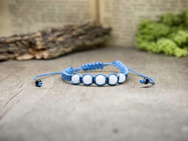 Kék makramé karkötő jáde gyöngyökkel