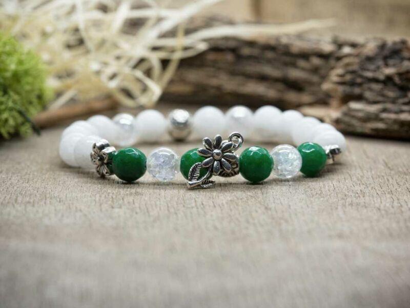 Virágos zöld és fehér vegyes ásvány karkötő