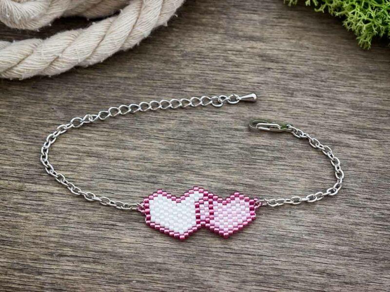 Fűzött gyöngyös szerelmes szívek karkötő