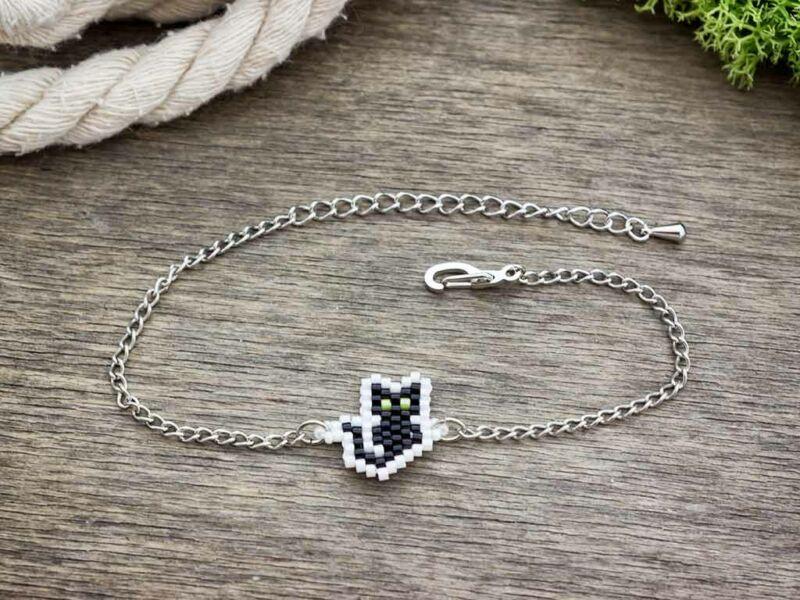 Fűzött gyöngyös fekete macska karkötő