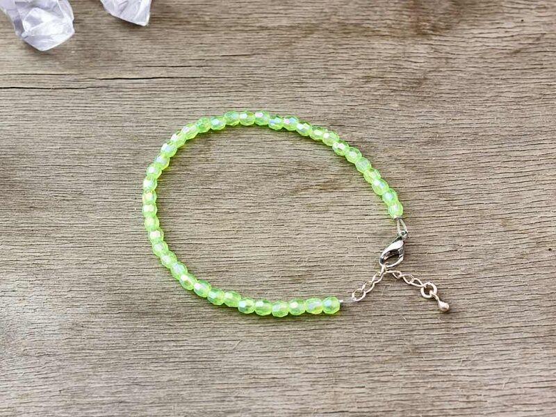 Acryl gyöngyös zöldike karkötő