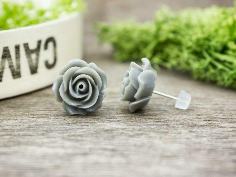 Nagy szürke rózsa fülbevaló