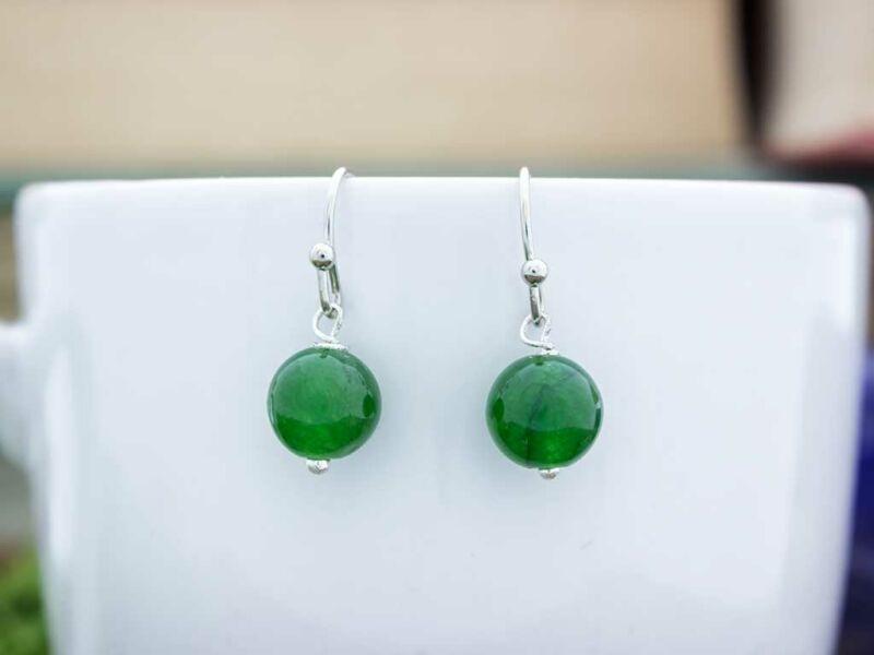 Méreg zöld jáde lógós fülbevaló