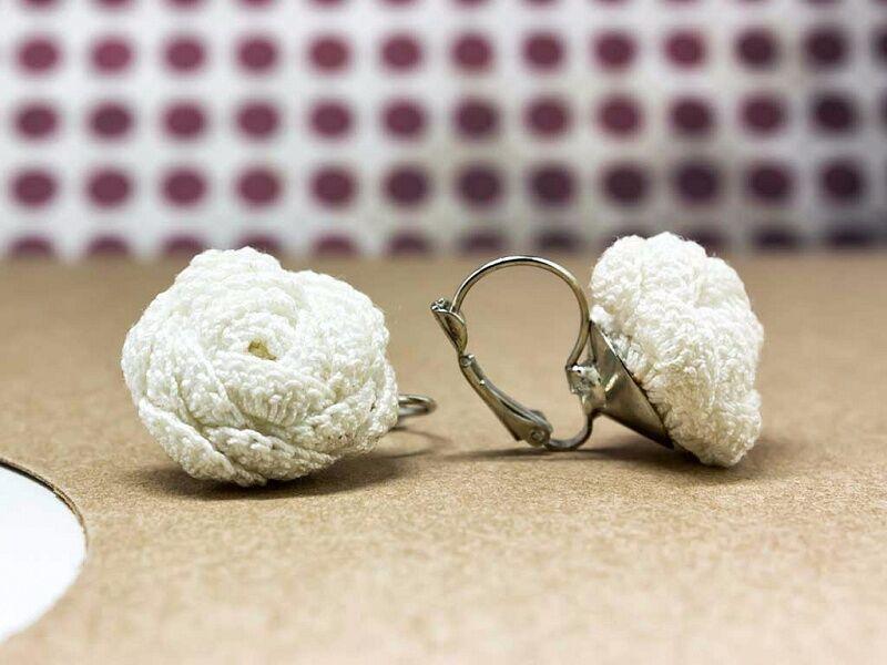 Horgolt fehér virágos fülbevaló