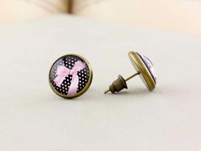 Üveglencsés rózsaszín masni beszúrós fülbevaló