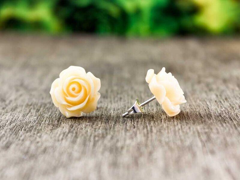 Nagy barackvirág színű rózsa fülbevaló