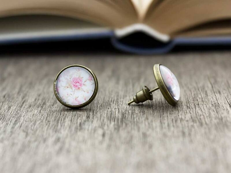 Üveglencsés rózsaszín rózsás vintage beszúrós fülbevaló