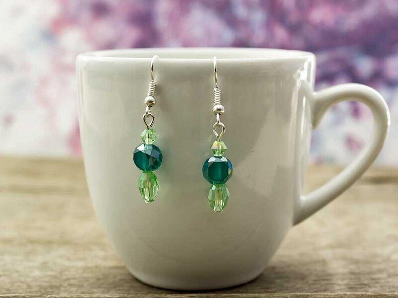 Zöld kristályos lógós fülbevaló