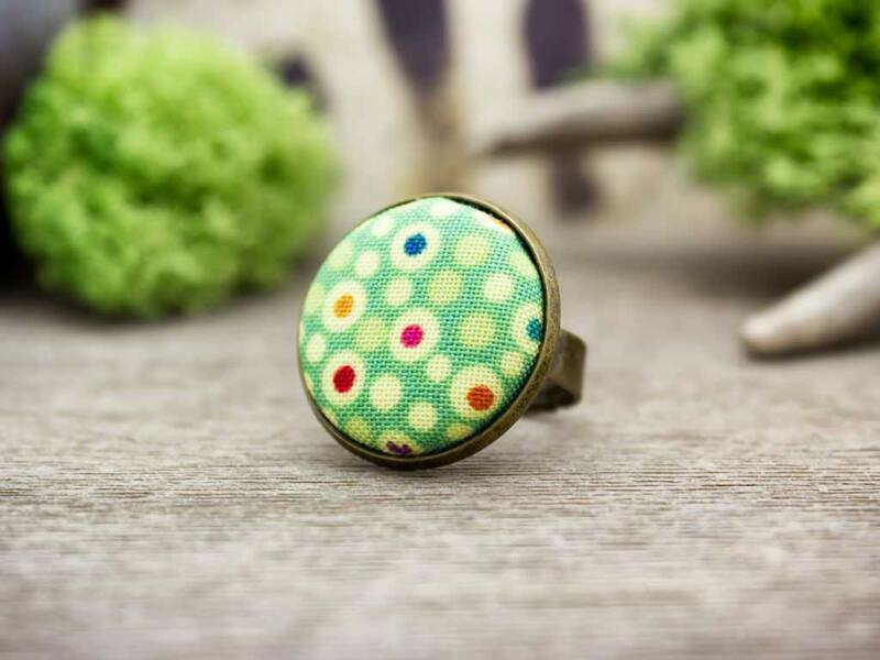 Foltos zöld pötty textil gombos gyűrű