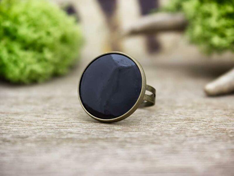 Fekete tűzzománc gyűrű bronz színű alappal