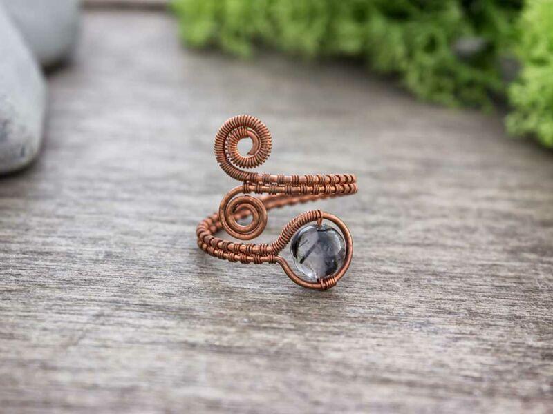 Kvarc ásvánnyal díszített réz drót gyűrű
