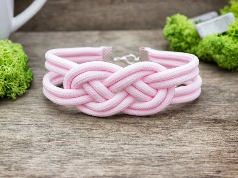 Rózsaszín boa paracord karkötő