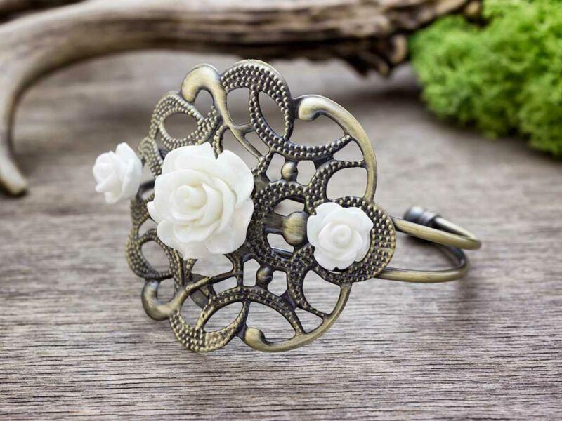 Fehér rózsás karperec