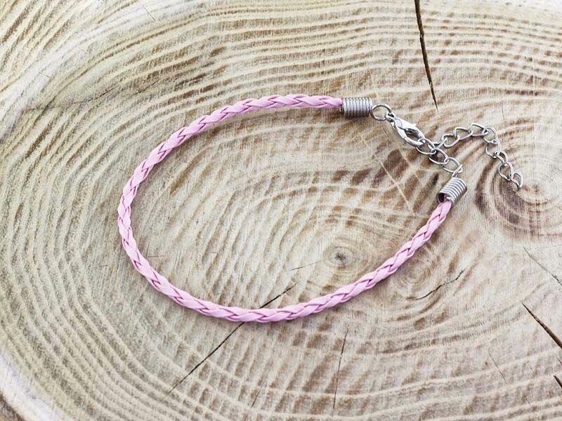 Rózsaszín műbőr fonott karkötő