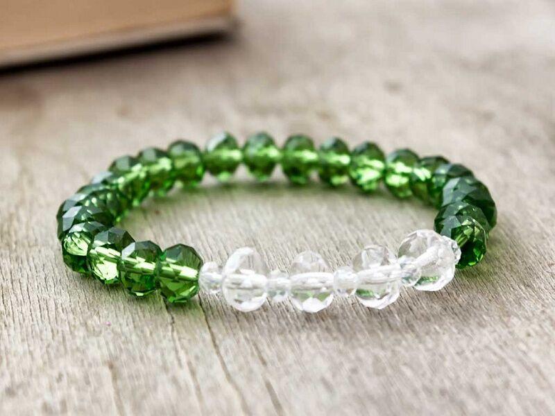 Zöldben egy kis fehér kristály karkötő