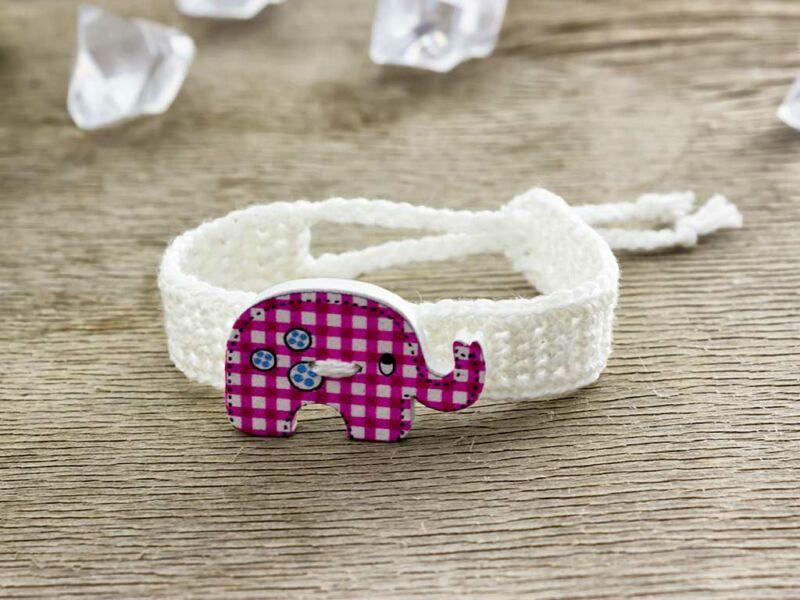 Fehér elefántos gombos horgolt gyermek karkötő