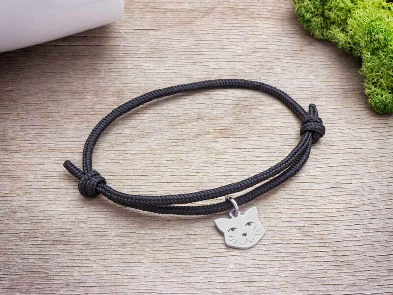 Macska medálos fekete paracord karkötő