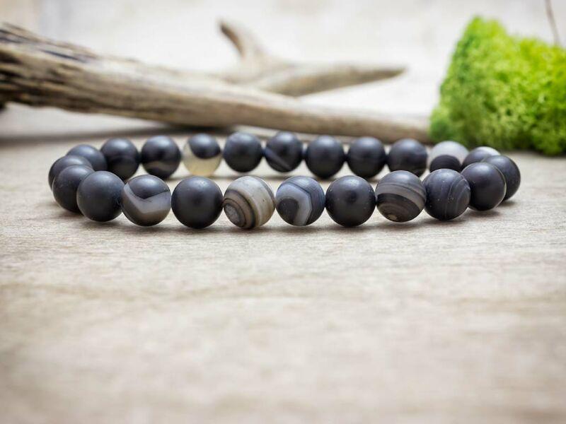 Csíkos fekete achát ásvány karkötő