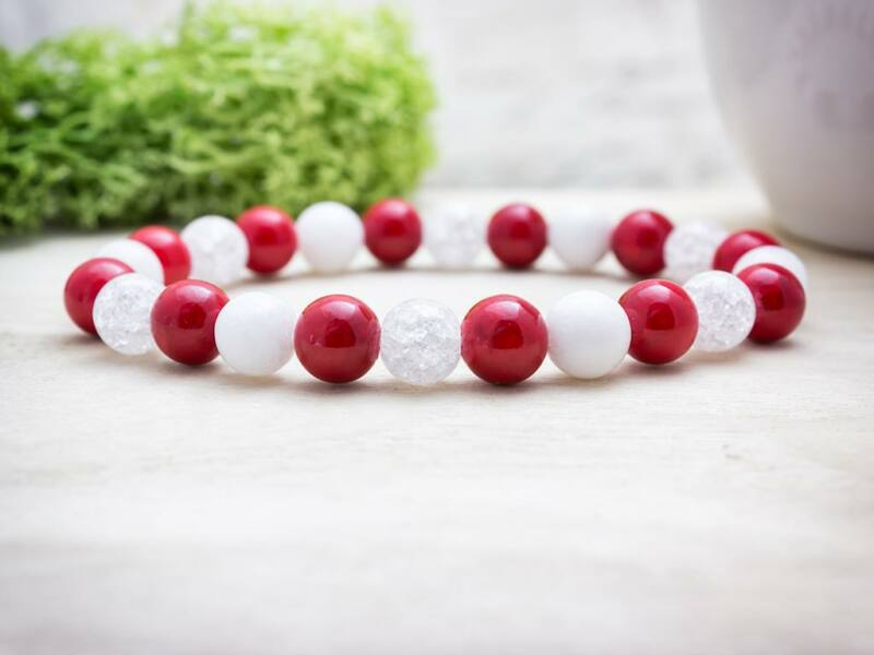Piros és fehér csíkos vegyes ásvány karkötő