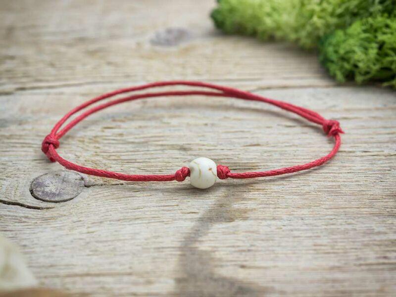 Piros pöttöm elfogadás howlit ásvány karkötő