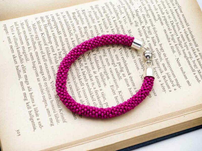 Pink gyöngy horgolt mágnes záras karkötő