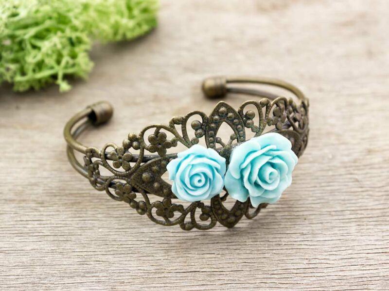Kék színű rózsás karperec