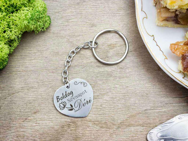 Boldog névnapot acél szív medálos kulcstartó