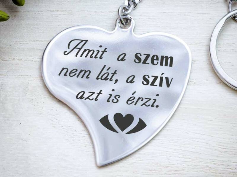A szív azt is érzi acél medálos kulcstartó