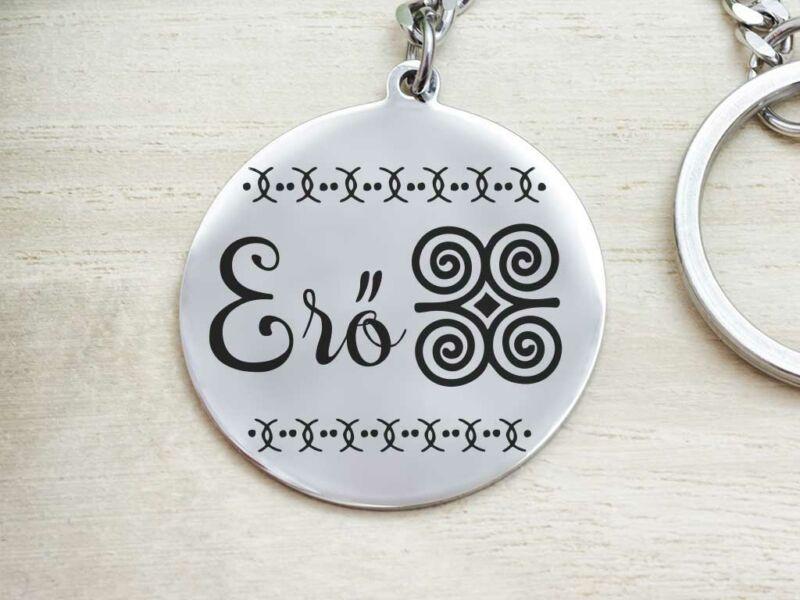Erő afrikai szimbólum acél medálos kulcstartó
