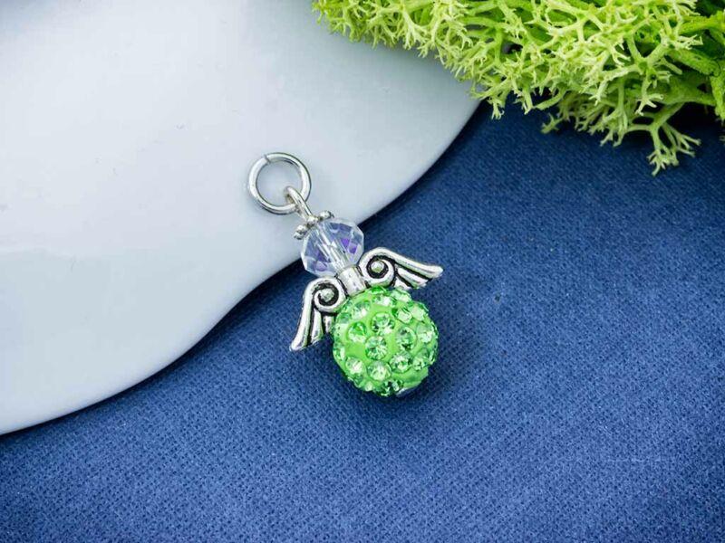 Világos zöld angyal medál