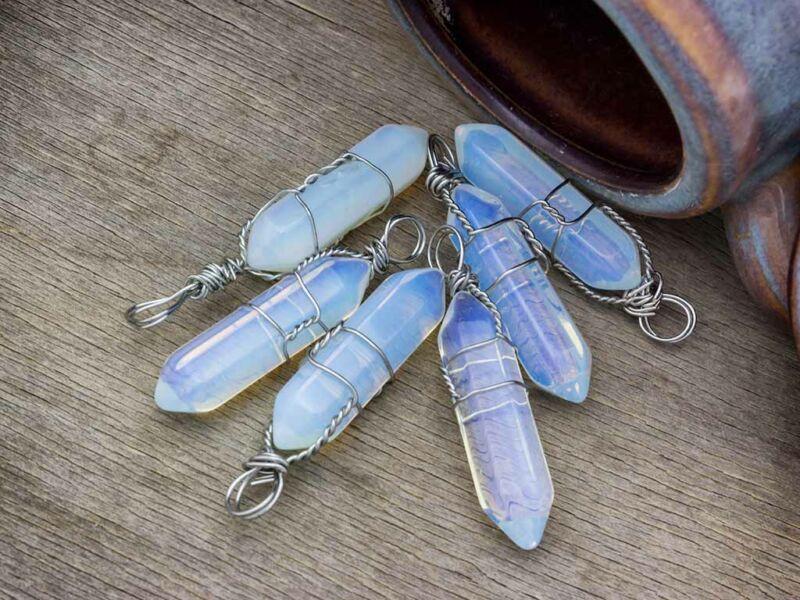 Opalit üveg kétcsúcsos ásvány medál