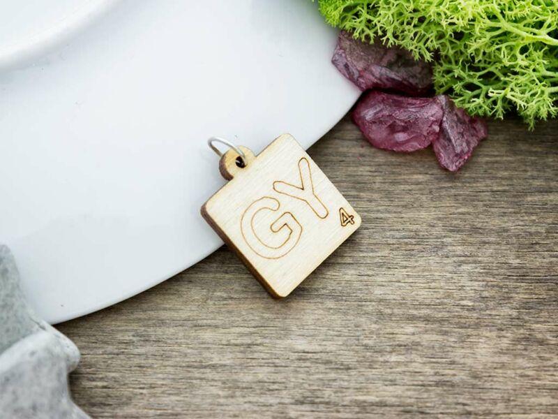 Scrabble GY betű lézervágott nyírfa medál