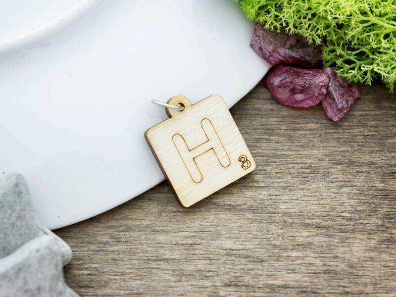 Scrabble H betű lézervágott nyírfa medál
