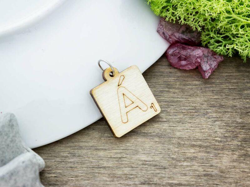 Scrabble Á betű lézervágott nyírfa medál