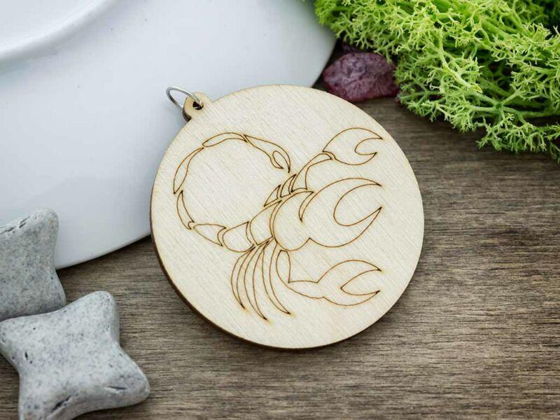 Skorpió horoszkóp lézervágott lógós nyírfa medál