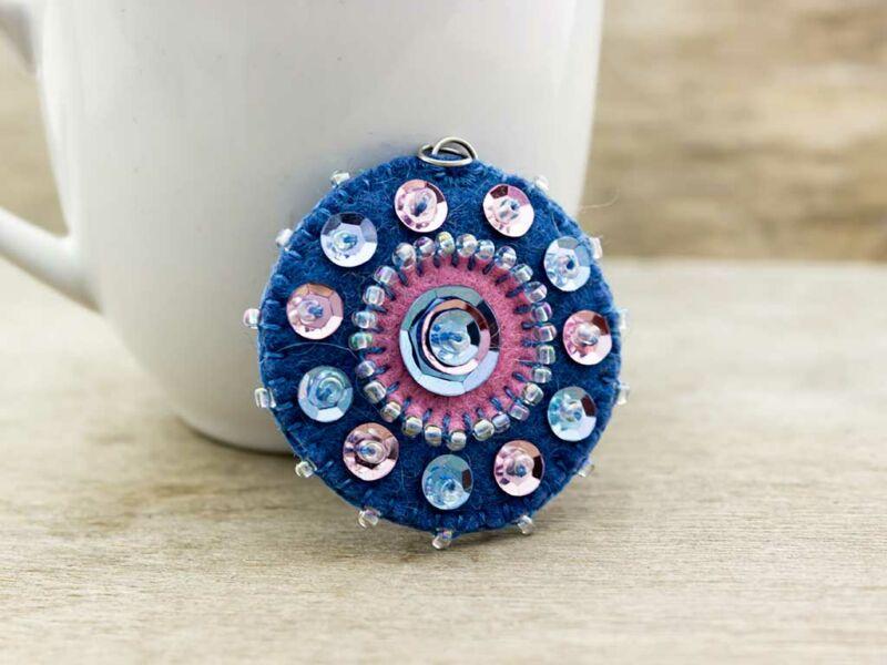 Gyapjúfilc kék és rózsaszín medál