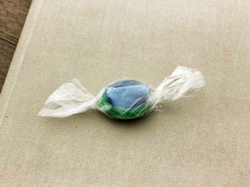 Cukor zöld és kék üveg medál