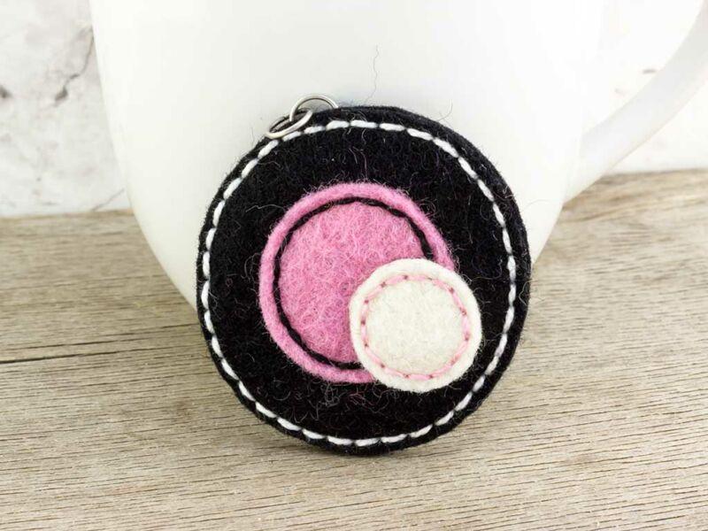 Gyapjúfilc fekete és rózsaszín medál