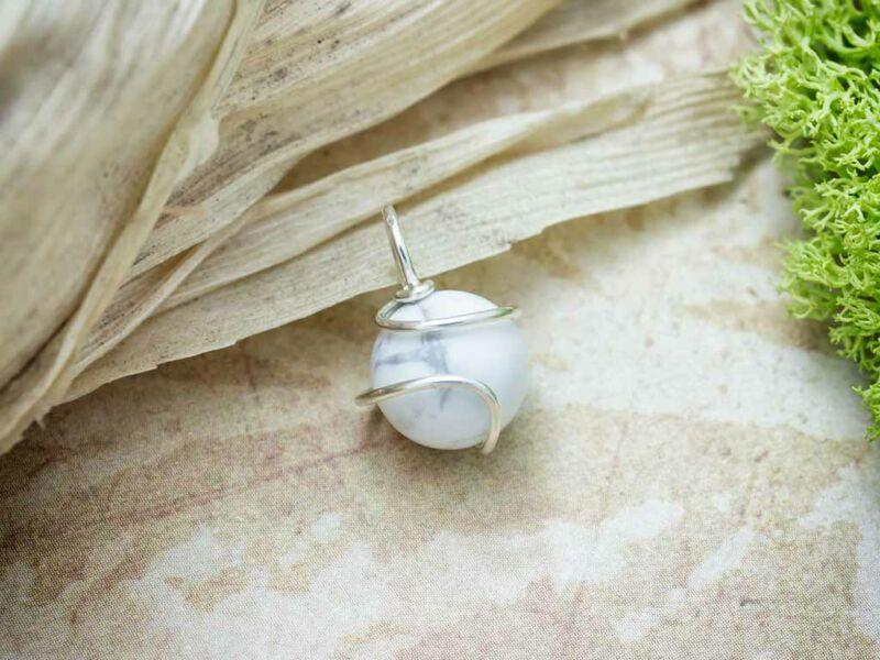 Howlit ezüst színű drót medál