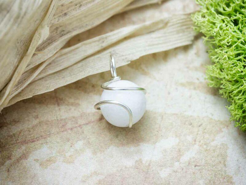 Fehér jáde ezüst színű drót medál