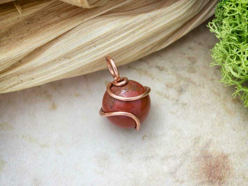 Vörös jáspis réz drót medál
