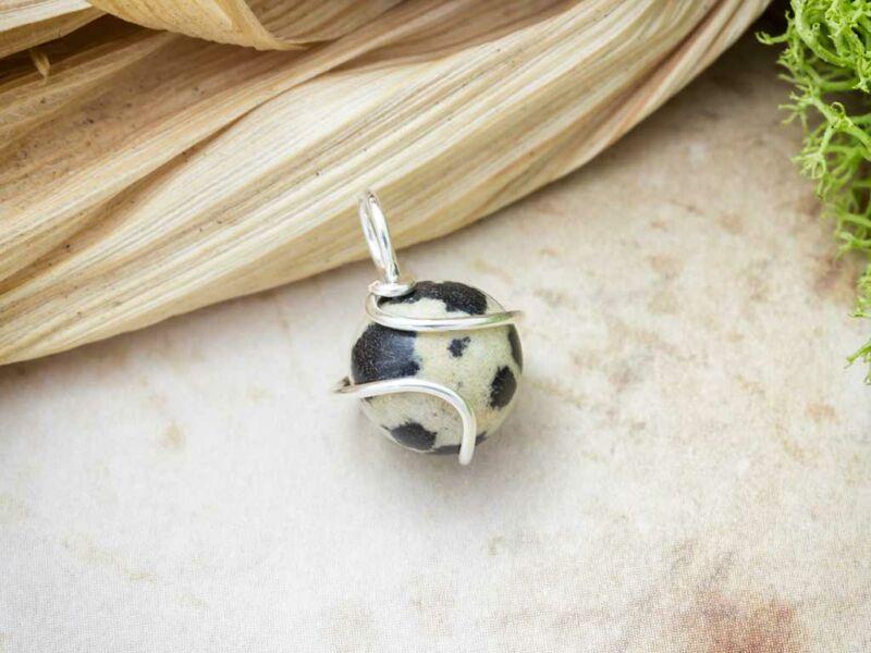 Dalmata jáspis ezüst színű drót medál