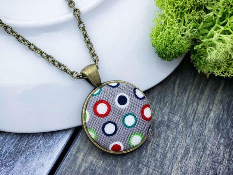 Szükséges színes körök textil gombos nyaklánc