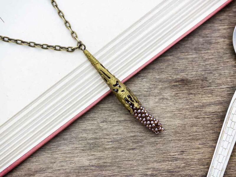 Gyomorkeserű barna horgolt gyöngyös nyaklánc