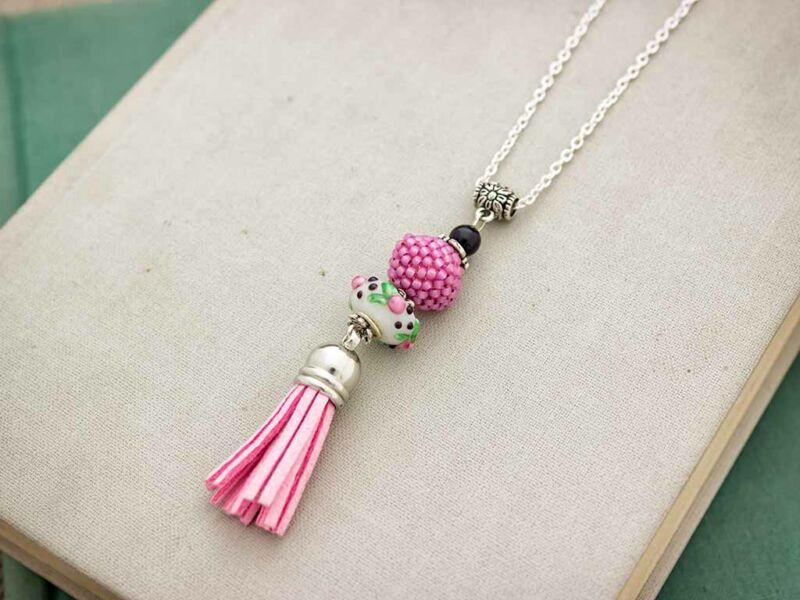 Rózsaszín gyöngyös bojtos nyaklánc