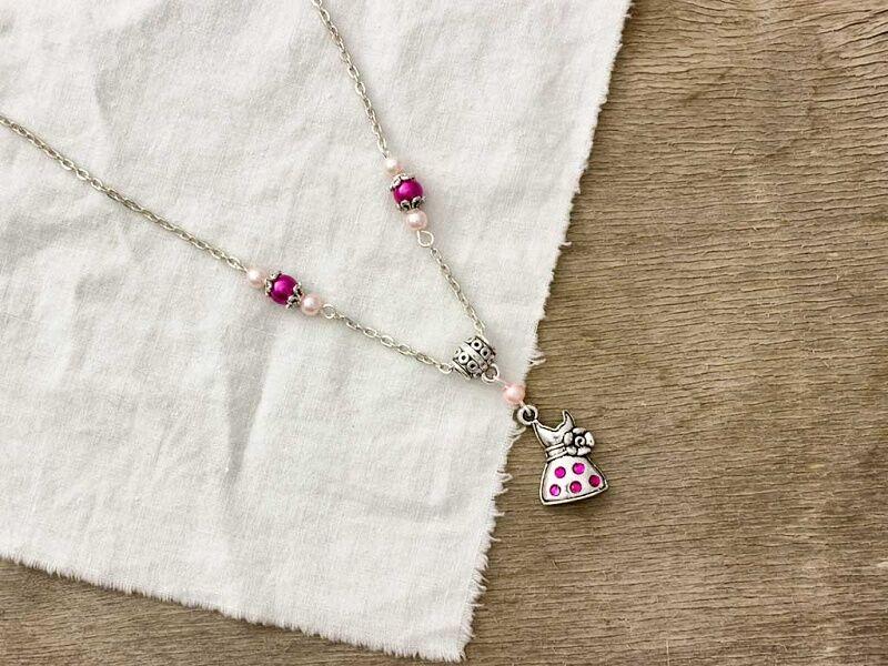 03ab994cd7 Ruha medálos magenta és rózsaszín gyöngy nyaklánc