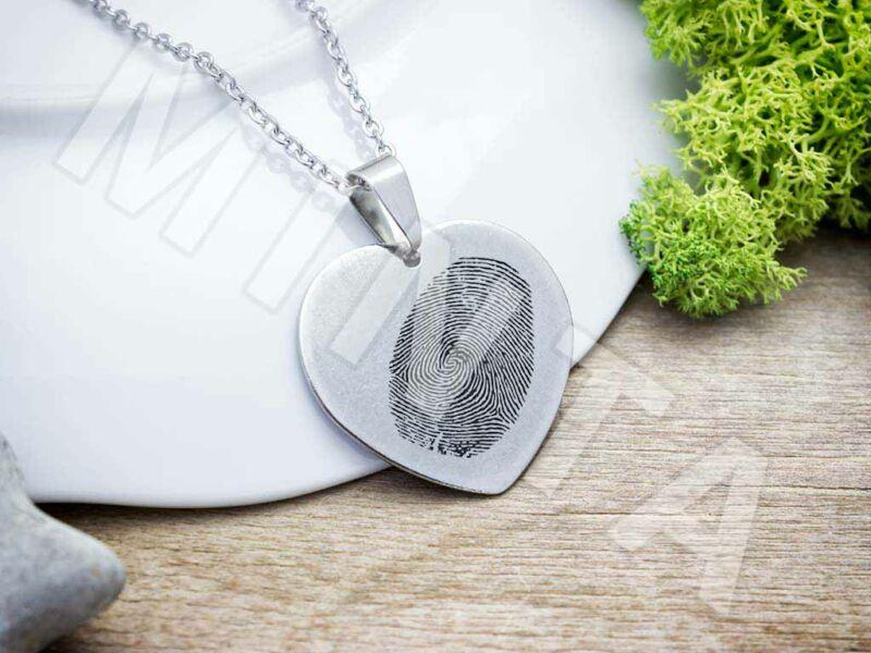 Ujjlenyomatos acél szív medál nyaklánccal